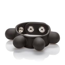 Le collant de balles pondéré est porté autour du haut du scrotum pour l'étirement